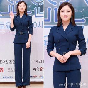 '의사 요한' 이세영, 네이비 슈트 패션