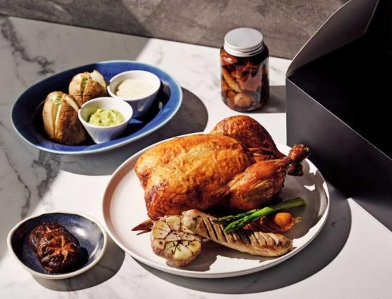 그랜드 인터컨티넨탈 서울 파르나스 그랜드 델리는 오는 8월 말까지  친환경 무항생제 닭을 활용한 '황제치킨' 메뉴를 선보인다. /사진=그랜드 인터컨티넨탈 서울 파르나스