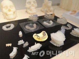 신도리코에서 개발한 3D프린터로 출력한 치과 교정장치들/사진=김유경 기자