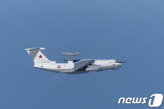 (로이터=뉴스1) 포토공용 기자 = 지난 23일 오전 한국 영공을 침범한 러시아의 A-50 조기경보통제기.  © 로이터=뉴스1  <저작권자 © 뉴스1코리아, 무단전재 및 재배포 금지>