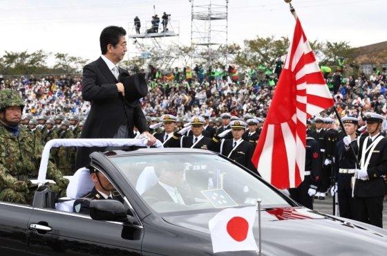 자위대 행사에 참석한 아베 일본 총리./사진=뉴스1