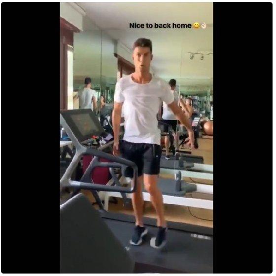 호날두가 자신의 인스타그램에 러닝 머신에서 뛰는 모습을 올렸다. /사진=호날두 공식 인스타그램<br /> <br />