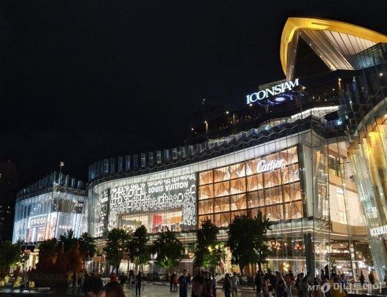 한국 관광객 대부분이 찾는 태국 최대 쇼핑몰 '아이콘 시암'(ICON SIAM). 이곳에는 일본 유명 백화점 '다카시마야'(Takashimaya)가 입주해 있다./사진=한민선 기자
