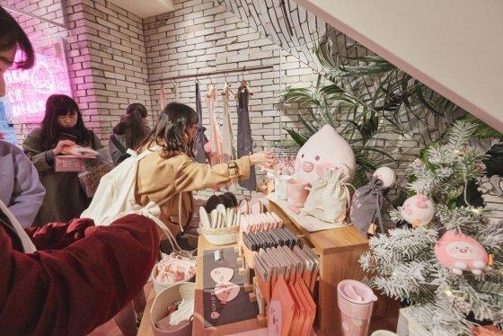 올초 문을 연 카카오IX의 카카오프렌즈 일본 도쿄점 매장 / 사진제공=카카오IX