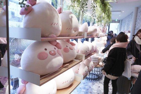 카카오프렌즈 도쿄점 매장 내부/사진=카카오IX