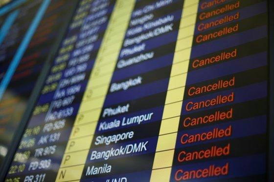 12일 오후 4시(현지시간)부터 13일 오전 6시까지 홍콩 국제공항을 지나는 모든 항공편이 취소됐다. /사진=로이터