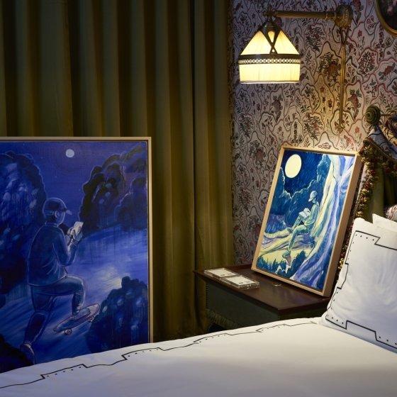 레스케이프 호텔은 오는 9월1일까지 호텔 최상급 스위트룸에 마련된 '팝 스타일 존'을 즐길 수 있는 '서머 팝업' 패키지를 운영한다. /사진=레스케이프