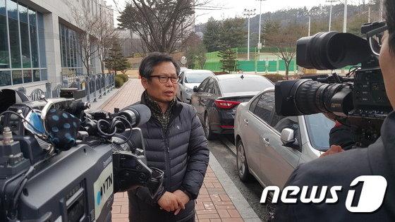 배우 이상희씨가 2016년 2월18일 청주지방법원에서 아들 사망사건 가해자에 대한 무죄가 선고된 뒤 심경을 밝히고 있다./사진=뉴스1