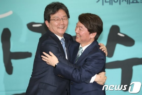 유승민 전 바른미래당 대표(왼쪽)과 안철수 전 국민의당 의원./사진=뉴스1