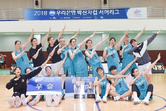 2018 박신자컵 우승팀 KEB하나은행. /사진=WKBL 제공<br> <br>