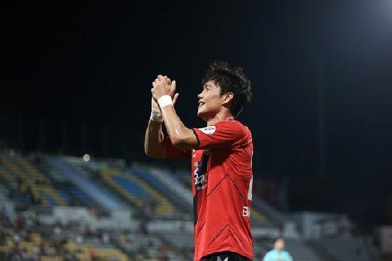 K리그1 25라운드 MVP에 선정된 경남 김효기. /사진=한국프로축구연맹 제공<br> <br>