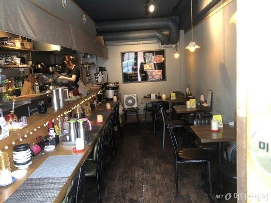 13일 오후 12시 30분에 찾은 서울 마포구 한 일본식 식당. 점심시간었지만 가게가 텅 비었다. /사진=추우진 인턴기자