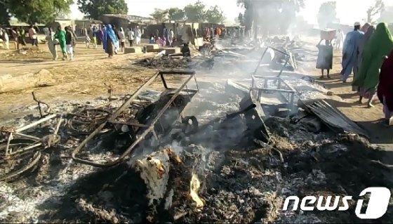 지난달 나이지리아 북동부 보르노주에서 발생한 이슬람 극단주의 무장단체 보코하람의 공격으로 피해를 입은 모습. (자료사진) © AFP=뉴스1© AFP=뉴스1