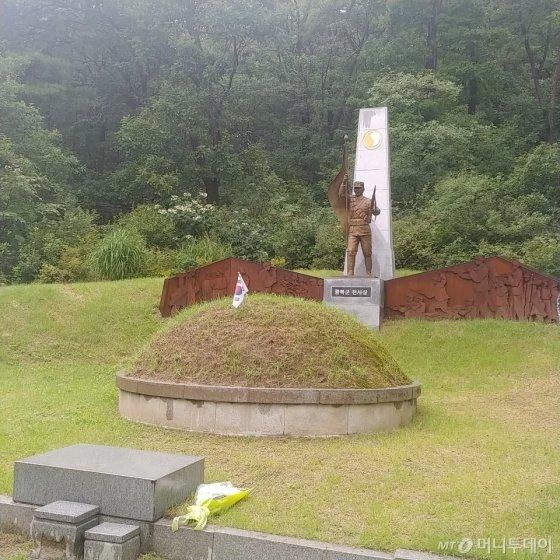 이낙연 국무총리가 15일 74주년 광복절을 맞아 서울 강북구 북한산국립공원에 있는 광복군 합동묘소 참배했다./사진=안재용 기자