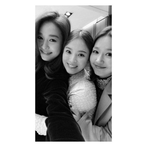 왼쪽부터 옥주현, 송혜교, 이진/사진=OSEN