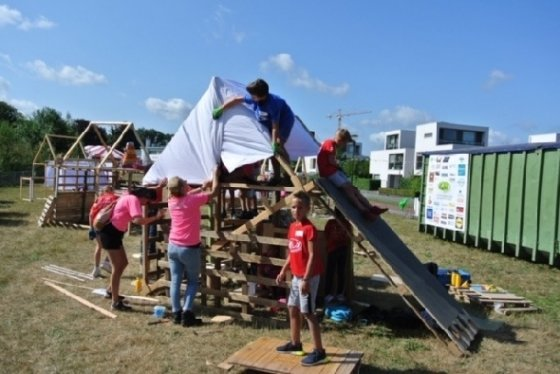 네덜란드의 여름방학 프로그램인 '어린이방학주간'(KVW)에서 집을 짓는 어린이들© 차현정