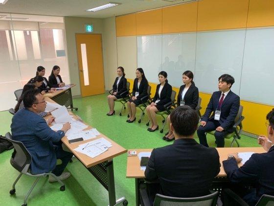 고용한파 속 청년들, 모의면접으로 취업 문턱 넘는다