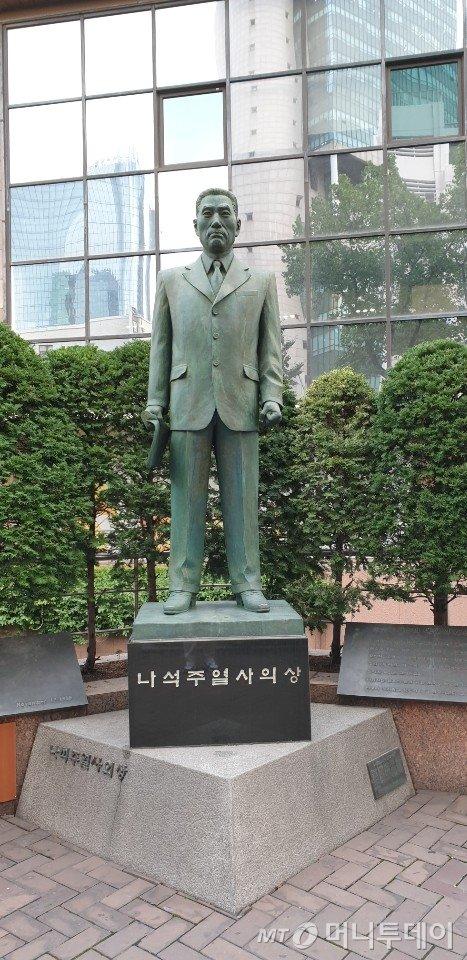 을지로에 자리하고 있는 나석주 의사의 동상./사진=이호길 인턴기자