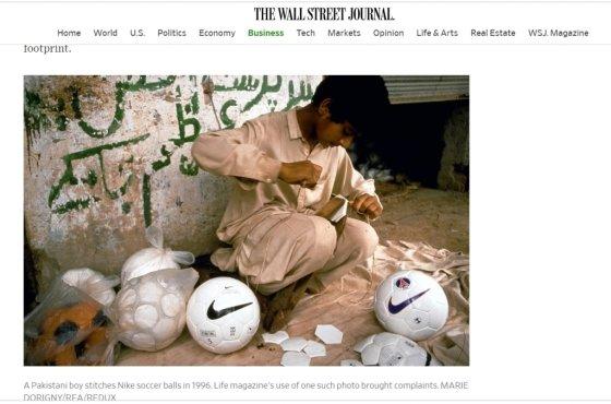파키스탄의 한 소년이 나이키 로고가 새겨진 축구공을 꿰매고 있다. 1996년 이와 비슷한 사진이 미국 잡지 '라이프' 매거진에 실려 '아동착취 논란'을 일으켰고, 세계적인 불매운동을 불러왔다. /사진=월스트리트저널(WSJ) 캡쳐