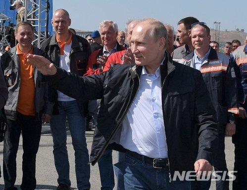 """주미 러시아 대사관은 26일(현지시간) 러시아의 크림반도 합병을 인정할 수 없다는 마이크 폼페이오 미 국무장관의 주장은 현실을 직시하지 못한 것이라고 비판했다. 러시아 국영 타스통신에 따르면 주미 러시아 대사관은 이날 성명을 통해 """"미 국무부는 크림반도에 관한 선언과 성명을 3개월마다 내고 있지만 달라진 게 없다""""며 """"우리 파트너가 다른 현실에 살고 있음을 보여줄 뿐""""이라고 밝혔다. 2018.07.26. /사진=뉴시스"""