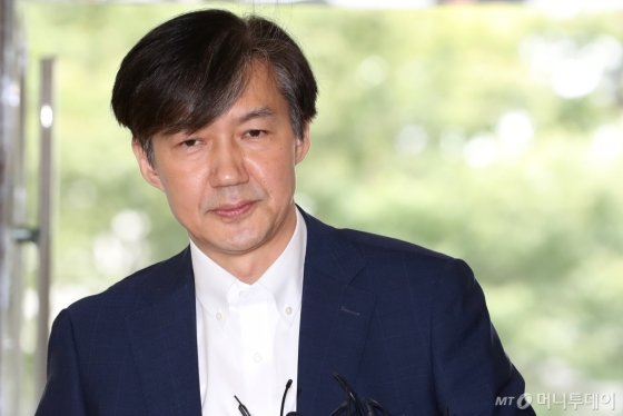 '부모 재산 56억원', '유급 2번'…조국 딸 장학금, 어떻게?