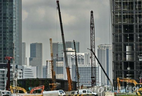 대외무역의존도가 높은 싱가포르의 경제성장률이 하락하면서 경기 침체 우려가 나오고 있다. /사진=AFP