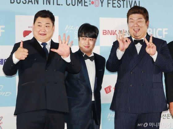 개그맨 김준현, 정명휸, 유민상이 23일 오후 부산 해운대구 영화의 전당 야외극장에서 열린 7회 부산국제코미디페스티벌(BICF)에 참석해 포즈를 취하고 있다.