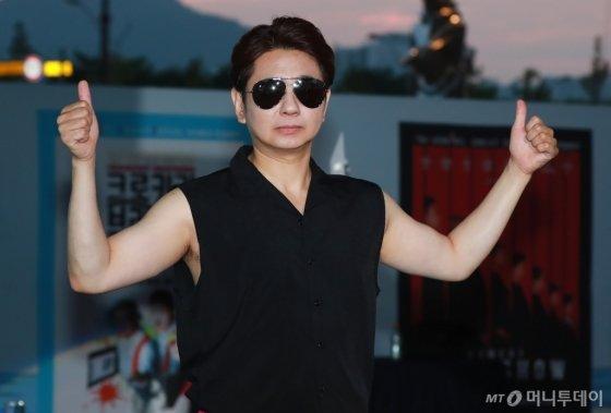 개그맨 박성호가 23일 오후 부산 해운대구 영화의 전당 야외극장에서 열린 7회 부산국제코미디페스티벌(BICF)에 참석해 포즈를 취하고 있다.