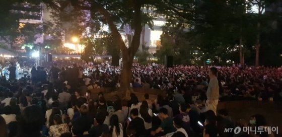 23일 홍콩 차터가든에서 집회가 열리고 있다./ 사진=이태성