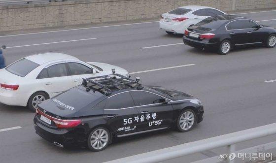 LG유플러스는 한국교통안전공단과 자율주행 실험도시 '케이시티'(경기화성)에서 5G(5세대 이동통신) 기반 자율주행 기술 테스트를 시작한다고 5일 밝혔다. /사진=LG유플러스