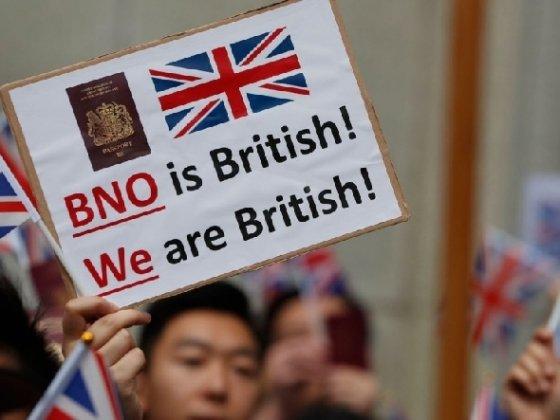 홍콩인들이 홍콩인의 영국 영주를 허용해 달라고 시위하고 있다. - WSJ 갈무리