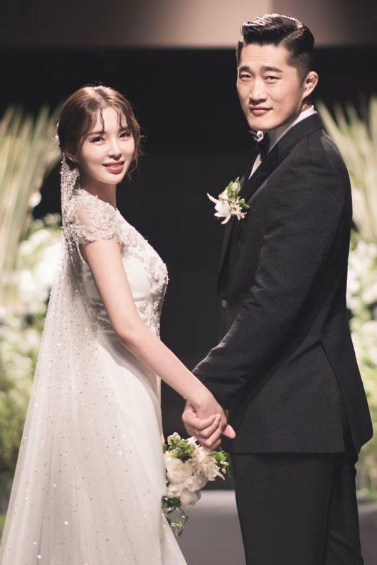 격투기 스타 김동현(오른쪽)·송하율 부부