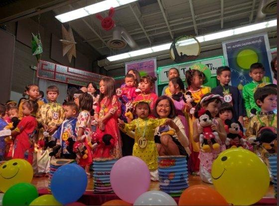 베트남 추석인 뗏 중 투(Tet Trung thu)를 즐기는 베트남 어린이들. / 사진 = 트위터
