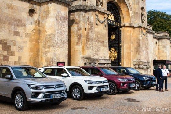 지난달 21일 영국 블레넘궁에서 열린 코란도 미디어 시승행사의 모습. /사진제공=쌍용자동차