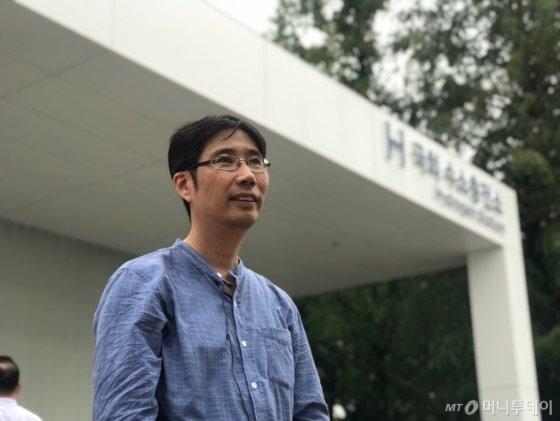인천 부평에 사는 홍승엽씨(47)는 이날 직접 지난 6월 구매한 '넥쏘'를 끌고 국회 수소충전소를 찾았다. /사진=김남이 기자
