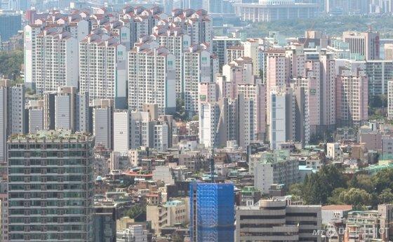 서울 남산에서 바라본 도심 아파트 단지 전경. /사진제공=뉴스1