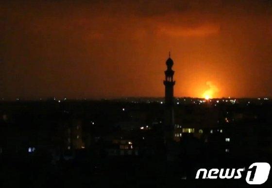 이스라엘이 10일 밤 가자 지구를 공격하고 있다. © AFP=뉴스1