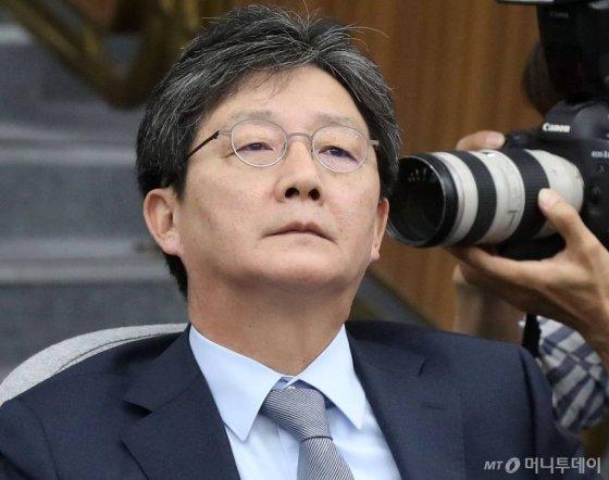 바른미래당 유승민 의원이 지난 6월 4일 오전 서울 여의도 국회에서 열린 제59차 의원총회에서 생각에 잠겨 있다. / 사진=홍봉진 기자 honggga@