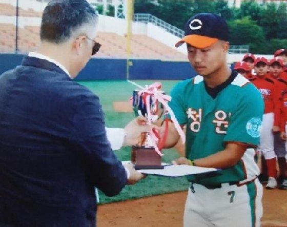 청원중 조영균(오른쪽).  /사진=대한유소년야구연맹