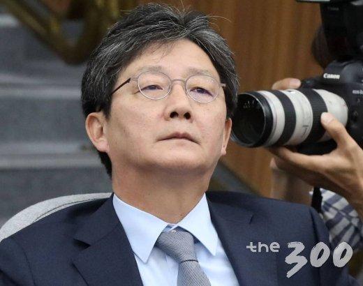 바른미래당 유승민 의원이 지난 6월 4일 오전 서울 여의도 국회에서 열린 제59차 의원총회에서 생각에 잠겨 있다. /사진=홍봉진 기자
