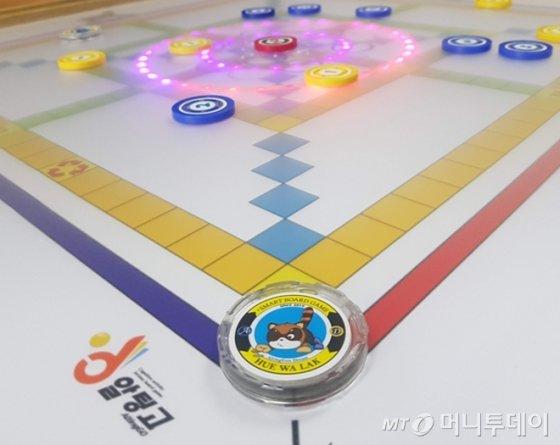 디지털 융합 보드게임기 '알팅고'/사진제공=휴와락 주식회사