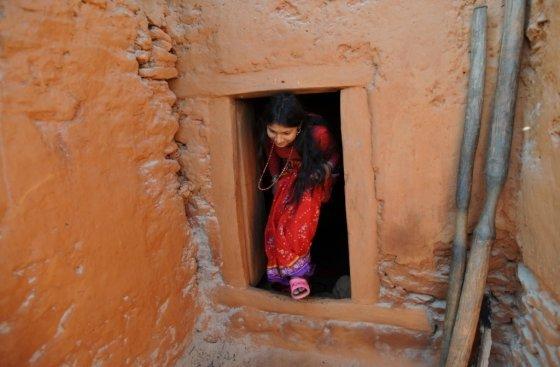 차우파디로 격리된 여성 /사진=AFP
