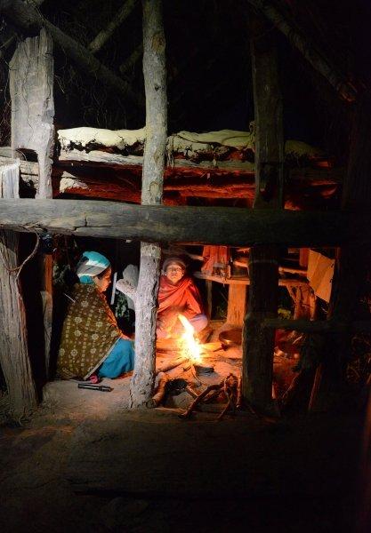 차우파디로 격리된 여성들 /사진=AFP