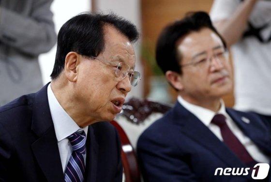 김삼환 명성교회 원로목사(좌측) / 사진 = 뉴스 1 제공