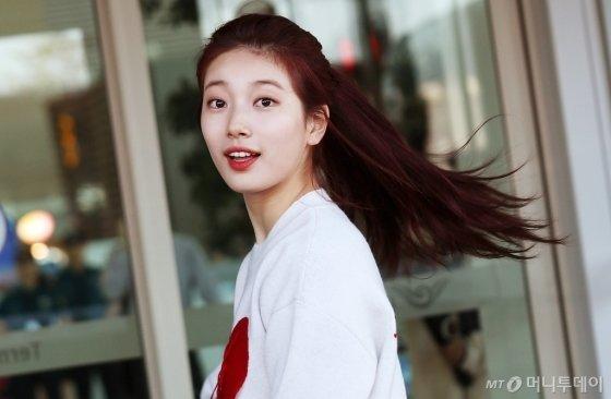 [★화보]수지 '첫사랑 소환하는 미소'