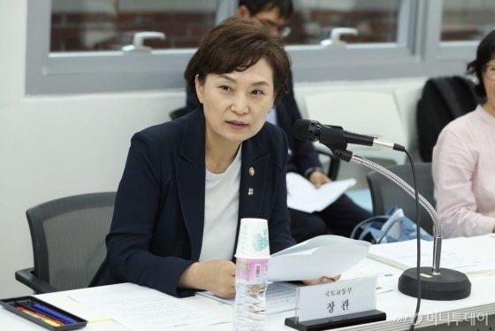 김현미 국토교통부 장관이 지난해 6월 28일 오후 서울 중구 국토발전전시관에서 열린 주거정책심의위원회에서 모두 발언을 하고 있다. /사진제공=국토교통부