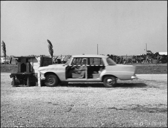 1959년 진행된 메르세데스-벤츠 최초의 충돌 테스트 /사진제공=메르세데스-벤츠
