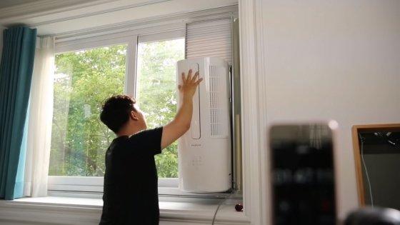 창문형 에어컨 설치 모습./사진제공=파세코