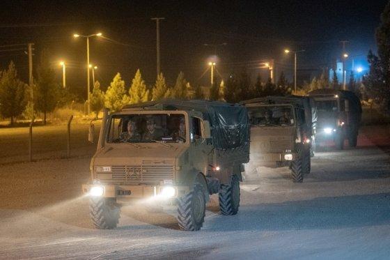 지난 8일(현지시간) 시리아 북부 국경지대로 집결하고 있는 터키군 차량. /사진=AFP