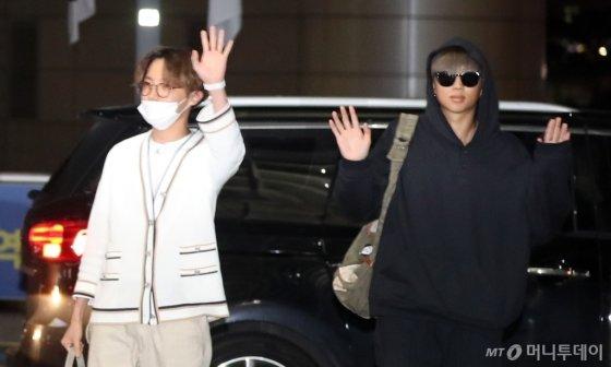 [사진]제이홉-RM '아미, 잘다녀올게요'